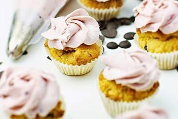 Low Carb Stracciatella-Brombeer Cupcakes