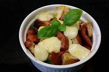 Tomaten-Mozzarella-Brotauflauf