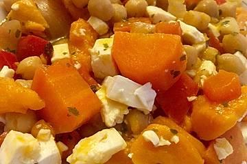 Süßkartoffelauflauf mit Kichererbsen, Paprika und Feta