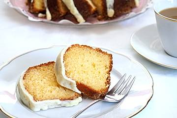 Eierlikör-Gugelhupf mit weißer Schokoladen-Eierlikörglasur