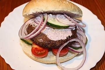 Wagyu-Burger mit Ziegenjoghurt
