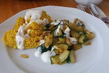 Marokkanischer Couscous mit Zucchini