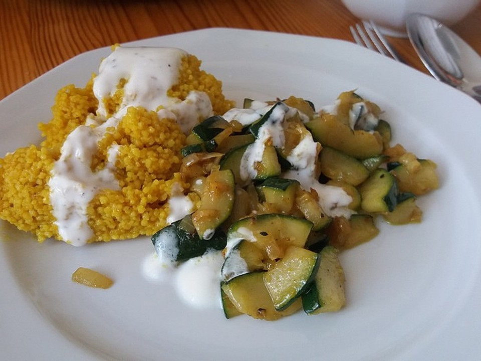 Couscous suppe mit zucchini