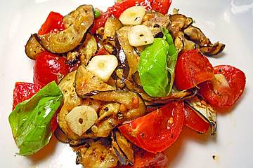 Auberginen - Tomaten - Salat