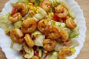 Bunter Salat mit Cajun-Shrimps