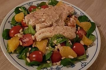 Lachs auf Feldsalat mit Orangen-Nuss-Dressing