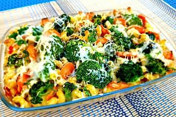 Brokkoli-Nudelauflauf mit Kräuterschmelzkäsesoße