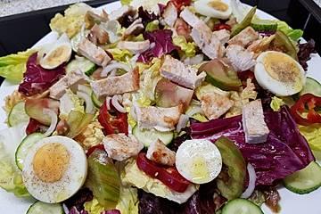 Low carb Salat mit Ei und Pute