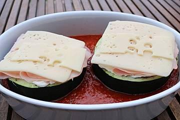 Überbackene Zucchini in Tomatensauce
