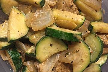 Low Carb Putengeschnetzeltes mit Zucchinigemüse
