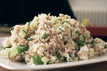 Single-Reis mit Schlangengurke und Thunfisch