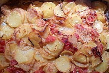 Ofenkartoffeln mit Zwiebeln und Tomaten nach der Art Apuliens