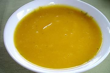 Kürbissuppe mit gebackenem Kürbis und Birne