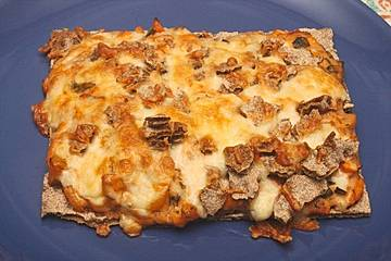 Knäckebrot-Pizza mit Räucherlachs