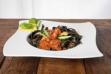 Meeresspaghetti mit Tomatensoße
