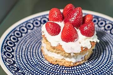 Quarktorte mit Erdbeeren, Sahne und Agar-Agar