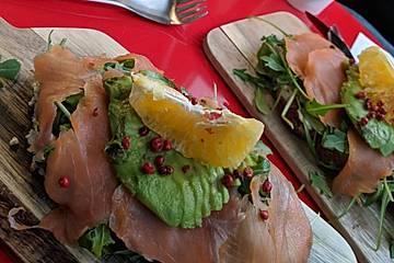 "Lachsbrötchen mit Avocado ""petit prince"""