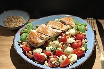 Hähnchen-Caprese Salat