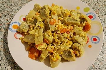 Schnelle Maultaschenpfanne mit Möhren und Mais