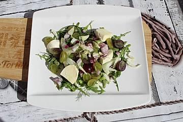 Fenchel-Trauben-Rucola-Salat mit Feta-Käse