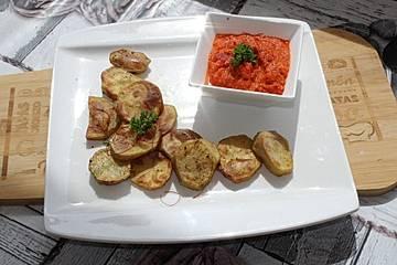 Lorbeer-Zitronen-Kartoffeln mit Paprika-Dip
