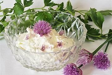 Schnittlauchblüten-Frischkäse