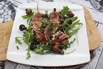 Fruchtiger Feldsalat mit Roastbeef und Champignons