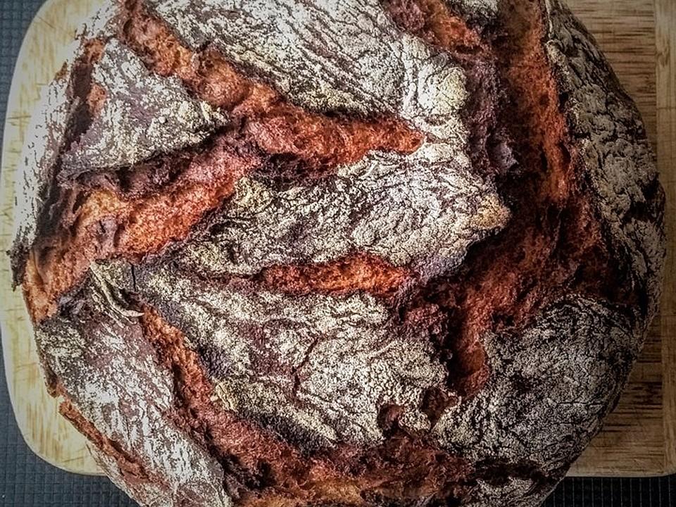 Knuspriges Roggenmischbrot aus dem Gusseisentopf