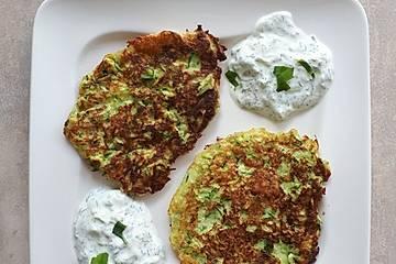 Zucchinipuffer mit Tzatziki, Low Carb