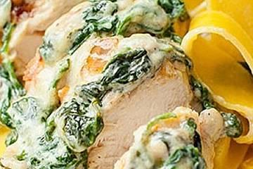 Gebackenes Hähnchenbrustfilet mit Spinat-Gorgonzola-Sauce