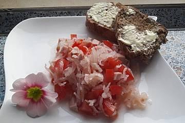 Rettichsalat mit Tomaten und Fleischwurst