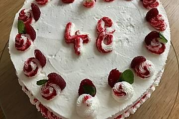 Red Velvet Cake mit Nougatfüllung und Schokoladen-Buttercreme -  Muttertagstorte 2019