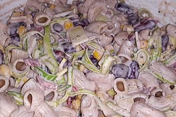 Blitzschneller Nudelsalat kunterbunt