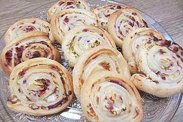Blätterteigschnecken mit Schinken und Käse