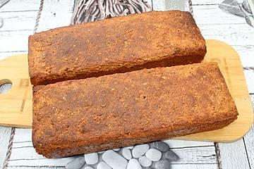 Dinkel-Roggen-Vollkorn-Sauerteigbrot mit Kichererbsenmehl, Süßlupinenmehl und Leinsamen