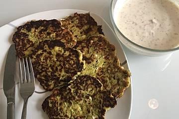 Zucchinipuffer mit Kräuterjoghurt