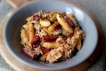 Schupfnudeln mit Cabanossi und Rahm-Sauerkraut