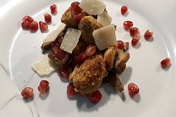 Gebratene Süßkartoffelgnocchi mit Champignons und Granatapfel