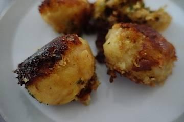 Indische Hähnchenfrikadellen in Kartoffelkruste