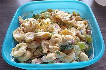 Tortellinisalat mit Trauben