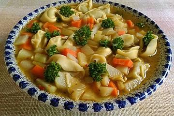 Gemüsesuppe mit Tortellini