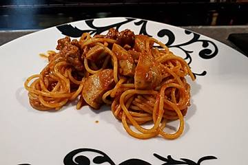 Bolognese-Currywurst mit Spaghetti