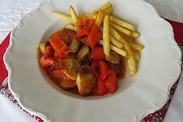 Schnelles Würstchengulasch mit Paprika