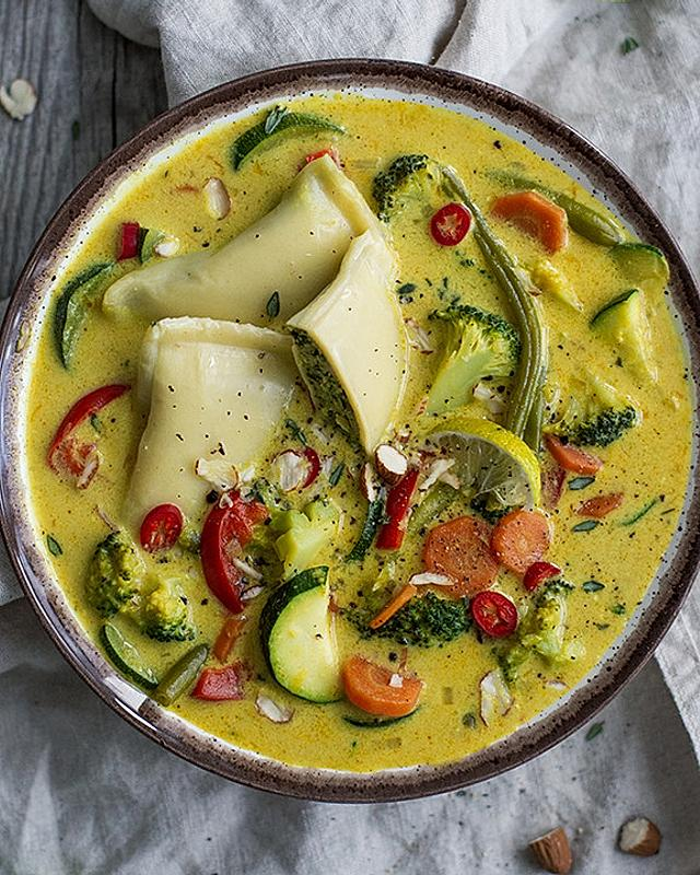 Currysuppe mit Maultaschen
