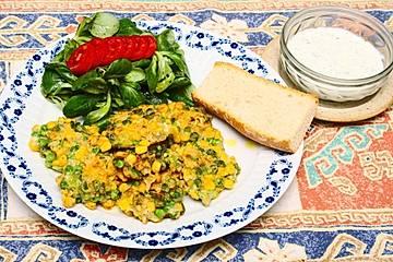 Erbsen-Mais-Taler mit Joghurt-Minze-Dip
