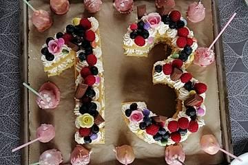 Number Cake mit Biskuitboden und Frischkäse-Creme
