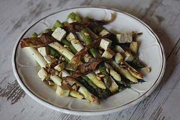 Grüner Ofenspargel mit Reispapierbacon