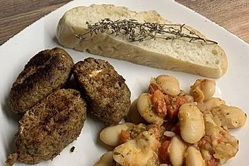 Feta-Frikadellen mit weißen Bohnen
