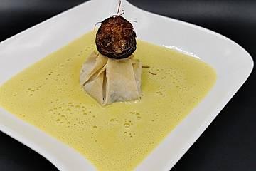 Birnensäckchen auf Käse-Zucchini Schaumsuppe