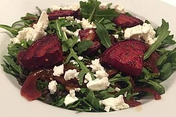 Belugalinsen-Rucola-Salat mit gebackener Roter Bete und Feta